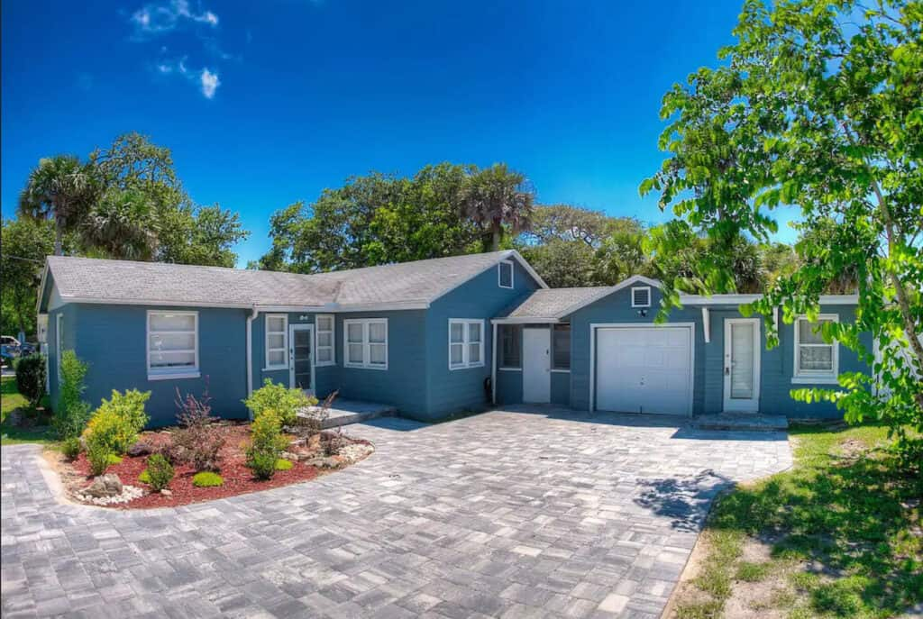 New Smyrna Large Beach House with hot tub