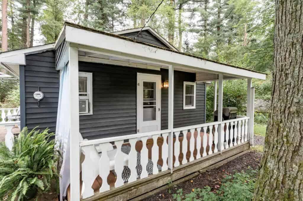 Romantic Getaway Cabin in Pocono Pines