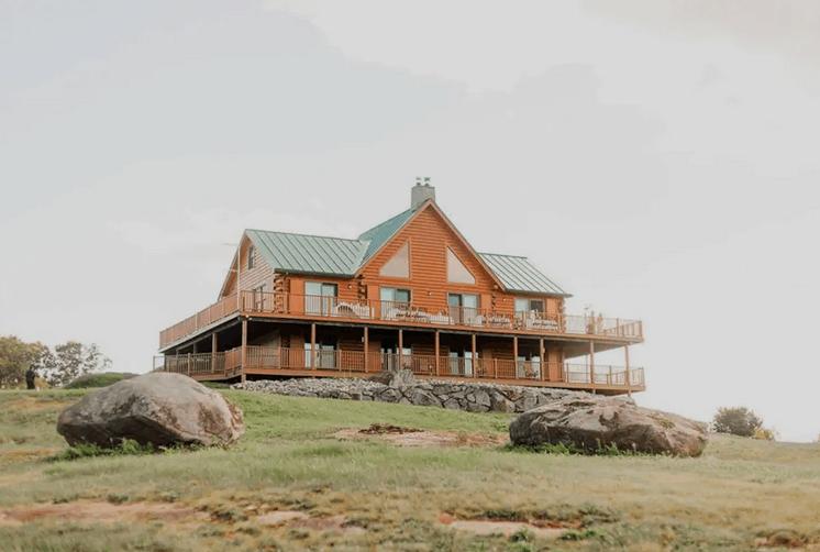 Spectacular Hilltop Pet Friendly Cabin Warren NH