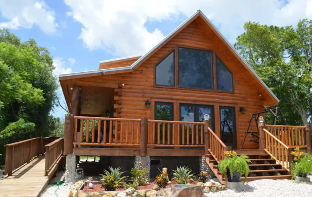 Country Charm Log Cabin in Clewiston
