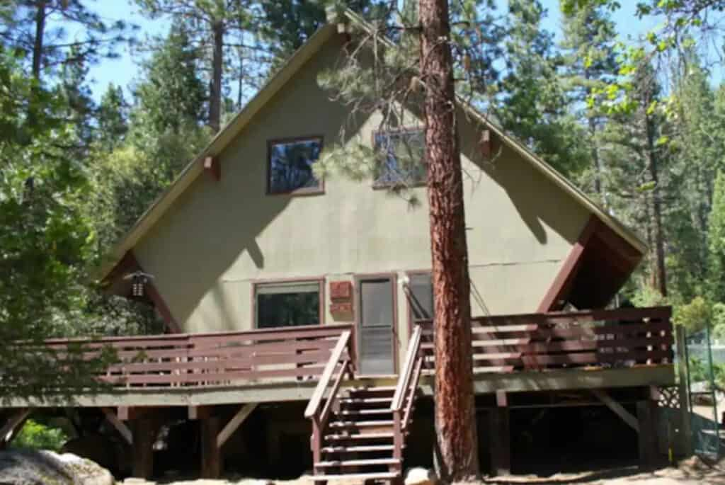 Creekside Yosemite Home on Large Private Lot