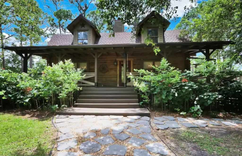Large Log Cabin with Game Room & Outdoor Play Area