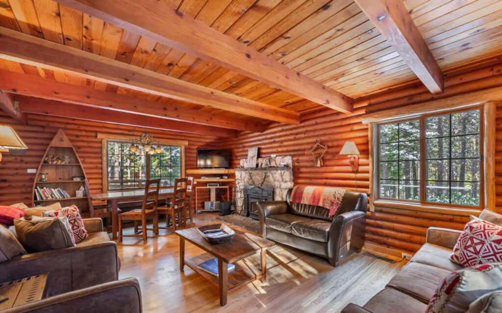 Luxurious Log Cabin with Fireplace and Hot Tub