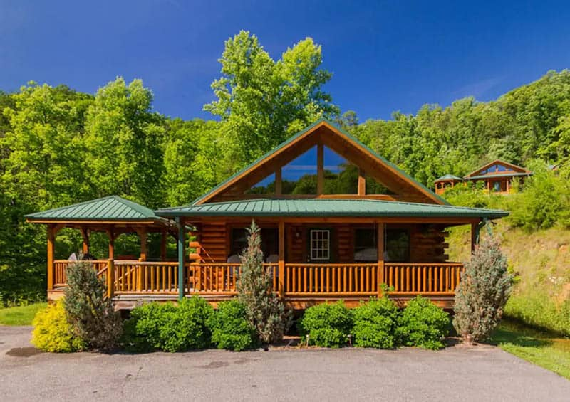 Raccoon Retreat Pet-Friendly Cabin in Cherokee