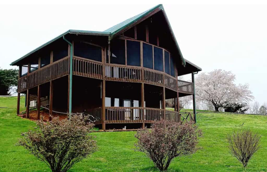 Secluded Rustic Valley Retreat in Wears Valley Pet Friendly
