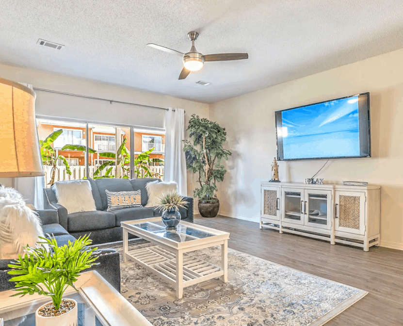 Clean and Bright with Pool in Miramar Fl Dog Friendly