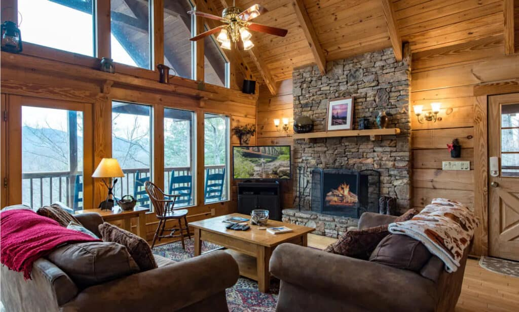 Smokey Mountain Cabin Hot Tub & Game Room