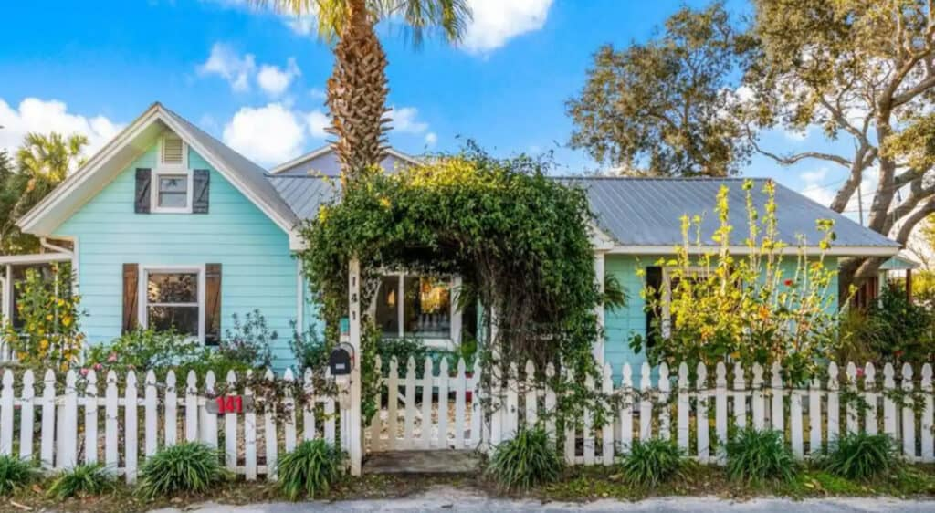 The Emerald Bungalow in Miramar Pet Friendly Airbnb
