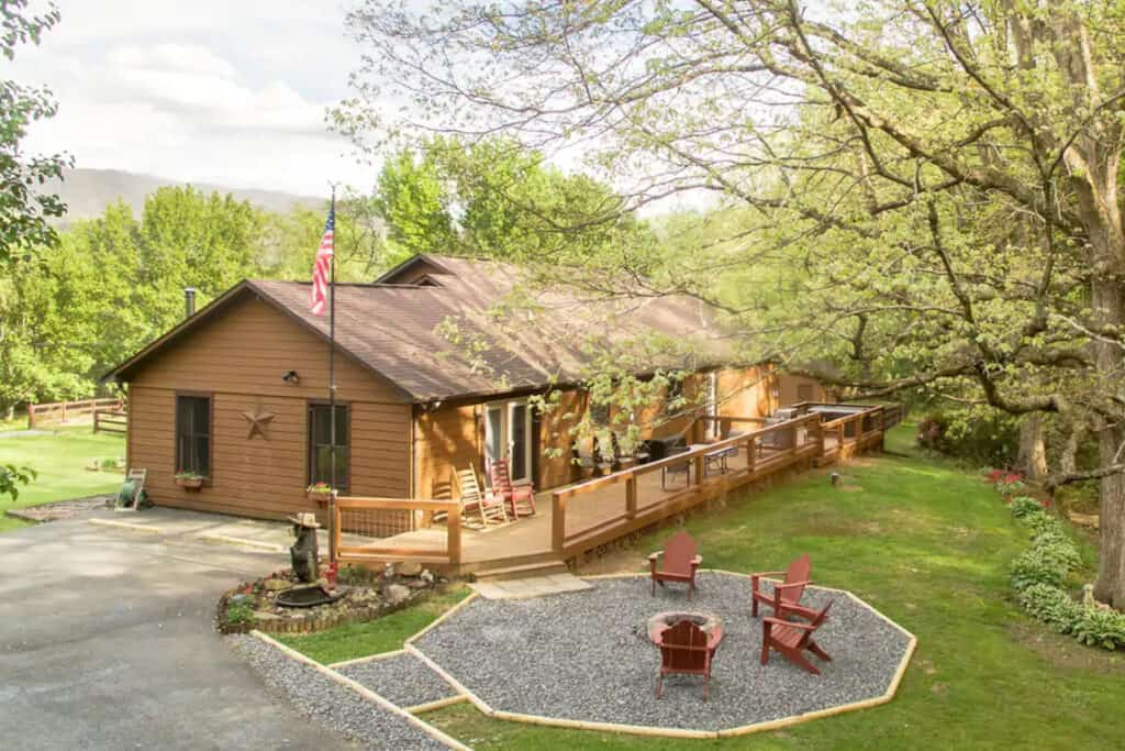 Wears Valley Cabin with Hot Tub & Creek Access